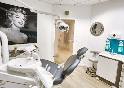 Ihre Praxis für Zahnheilkunde - Zahnarztpraxis doctor-medic Carmen Rimbasiu in Essen Kray - Prophylaxe | Professionelle Zahnreinigung | Ästhetik | Parodontologie | Zahnersatz Implantate / Implantologie | Oralchirurgie | Angstpatienten