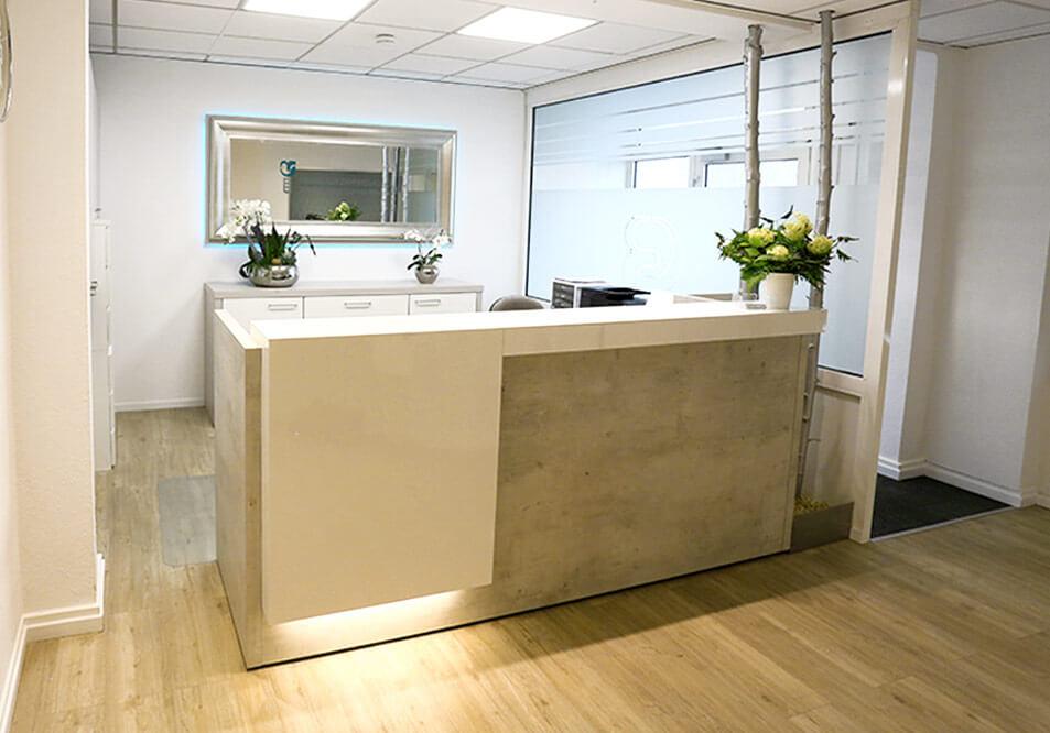 Unsere Praxisräume für Sie Implantate in Ihrer Praxis für Zahnheilkunde - Zahnarztpraxis doctor-medic Carmen Rimbasiu in Essen Kray